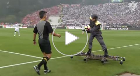 شاهد كيف أُحضرت الكرة لحكم نهائي كأس البرتغال!