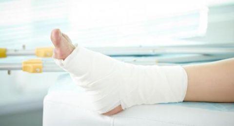دعوى تمثيلية: شركة تأمين لا تغطي إصابات كسر كف القدم .. وتعرف بذلك بعد إصابتك