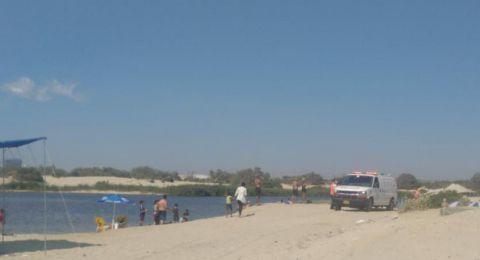 مصرع رجل غرقًا بعدما حاول انقاذ عائلة قرب شاطئ زيكيم في الجنوب