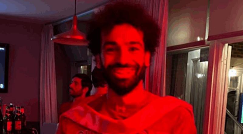 محمد صلاح يواصل الاحتفالات بلقب الدوري الإنكليزي