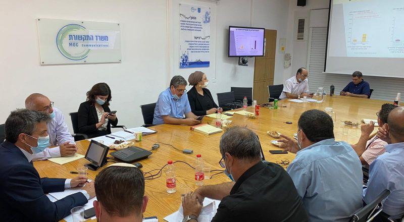النائب اسامة السعدي يجتمع بوزير الإتصالات بمشاركة اللجنة القطرية لرؤساء السلطات المحلية ومركز مساواة