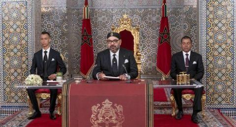 المغرب: رئيس الحكومة يتعرض لموقف محرج أمام العاهل المغربي (فيديو)