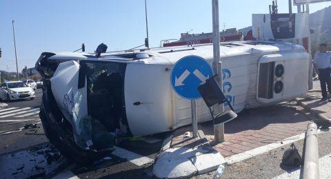 حادث طرق بين سيارة سجن (بوسطة) وسيارة خصوصية، 7 اصابات!