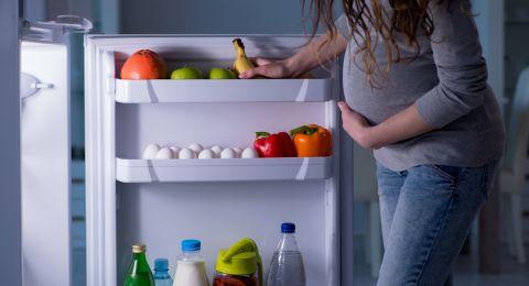 هل الأم الحامل بذكَر تتناول كميات مضاعفة من الطعام؟