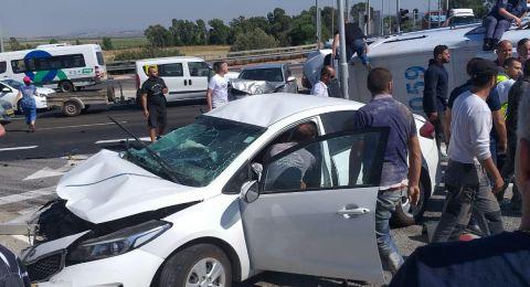 8 إصابات بينها خطيرة بحادث طرق قرب يوكنعام