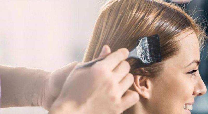 مكوّن يعيد إلى صبغة الشعر الباهتة إشراقها.. ما هو؟