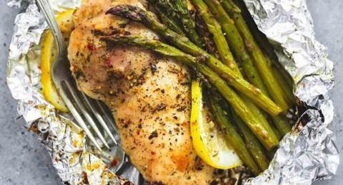 الدجاج الفيليه بالخضروات والإسباراجوس بالفرن