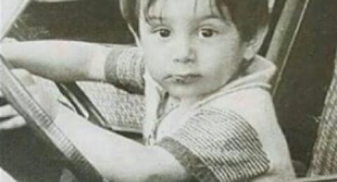 خمنّوا هذا الطفل الشقي أي نجم عربي ووسيم أصبح؟!