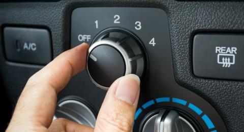 توجيه مكيف السيارة للوجه مباشرة يهدد ملتحمة العين