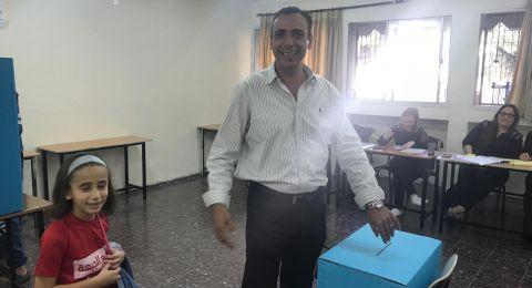 عمران كنانة وحسين خطيب يدليان بصوتهما في انتخابات يافة