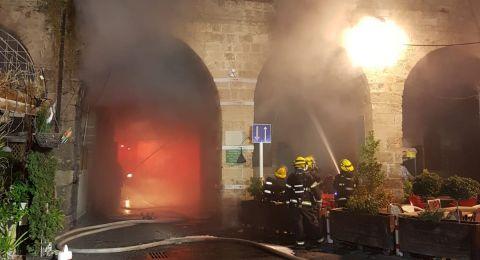 حريق هائل في ميناء عكا ومخاوف من انهيار مبنى