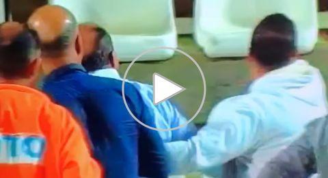 شاهد رئيس ادارة اتحاد سخنين أبو يونس في هجوم على مشجعي الفريق