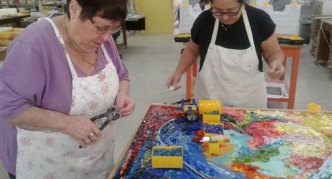 المركز الطبي للجليل يدعم مبادرات في مجال فن الفسيفساء لأصحاب الاحتياجات الخاصة في الجليل