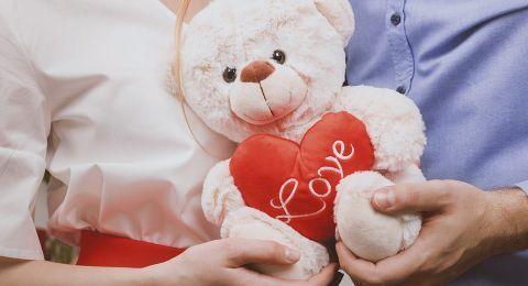 دار الإفتاء: لا يجوز للزوج الرجوع فى هدية منحها لزوجته
