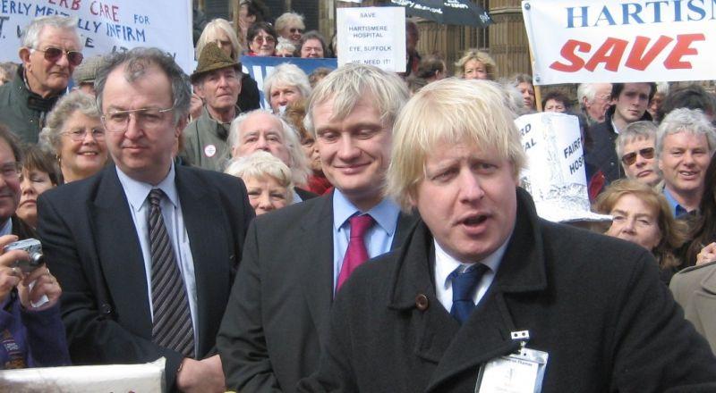 رئيس الوزراء البريطاني: حرارتي مرتفعة!