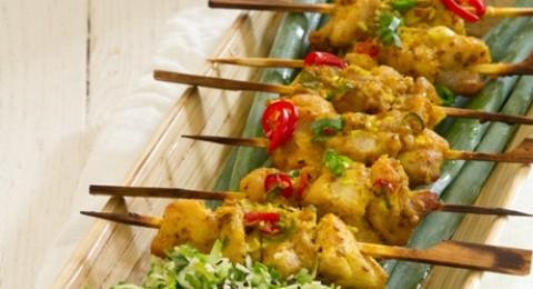 الدجاج مع حليب جوز الهند وسلطة الخيار التايلاندية