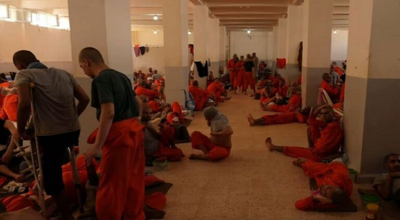 قناة بريطانية تدخل سجنا يضم 5 آلاف داعشي يتحدثون 40 لغة شمالي سوريا