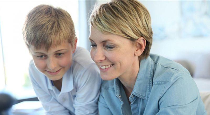إبنك المراهق يبتعد عنك؟.. إليكِ 9 طرق للتعامل معه