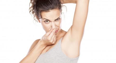 5 طرق للتخلص من رائحة العرق تحت الإبطين نهائياً
