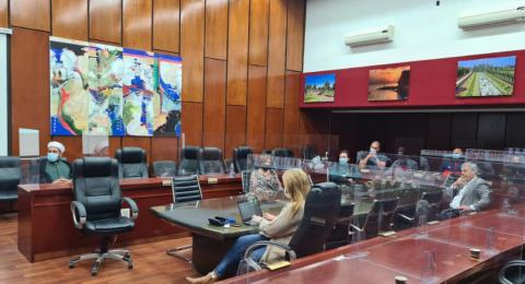 اجتماع طارئ في بلدية عكا لبحث تداعيات ارتفاع عدد المصابين بفيروس كورونا