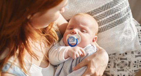 8 نصائح ليكون طفلك أهدأ وأقل بكاء في أول 6 أشهر من عمره