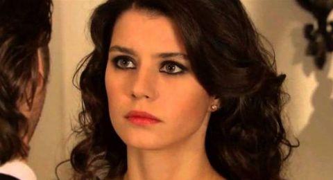 بيرين سات تثير ضجة على مواقع التواصل.. مشاهد حميمة في مسلسلها الجديد