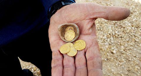 العثور على كنز اسلامي يعود إلى 1200 عام في منطقة يافنه بمركز البلاد
