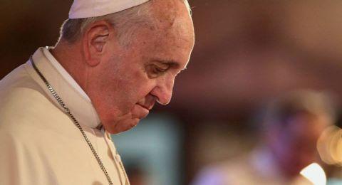 بابا الفاتيكان يدعو الكنيسة إلى الاقتراب من الناس