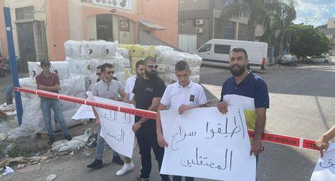 طمرة: تظاهره احتجاجية أمام مركز الشرطه تضامنا مع معتقلي المدينة