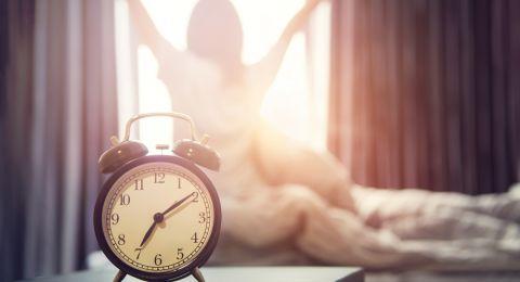 استيقاظ المرأة مبكرا يخفض من خطر إصابتها بسرطان الثدي!
