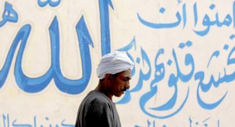 بعد استطلاع صادم.. هل بدأ الشاب العربي يبتعد عن التدين؟