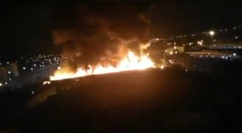 المغرب.. اندلاع حريق هائل في خيام مهاجرين أفارقة (فيديو)