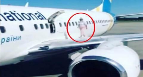 تصرف غريب من مُسافرة بعد هبوط رحلة كانت على متنها بأوكرانيا