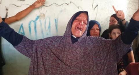 غزة:  مخيم النصيرات يودع الأطفال الثلاثة