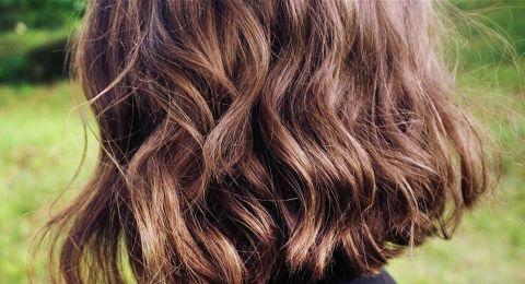 دليل قاطع.. علامة في شعرك تحذرك من نقص فيتامين (د)!