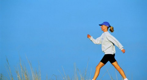 المشي يحد من مخاطر السكتة الدماغية لدى النساء