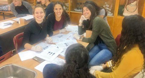 طلاب من الجلبوع ودبورية يشاركون ببحث علمي حول جرثومة الولبخية