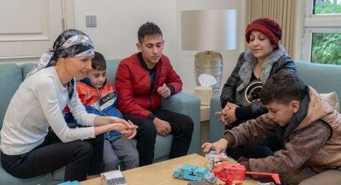 أسماء الأسد تلتقي أبناء عسكريين قضوا في الحرب بسوريا