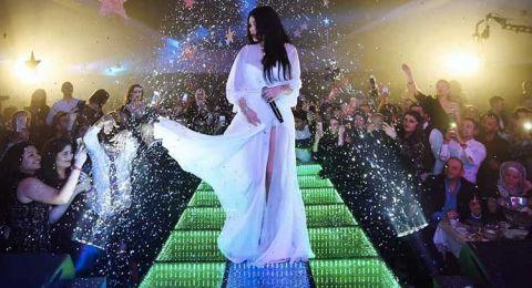 هيفاء وهبي عروس بفستان ابيض في حفل رأس السنة في تونس!