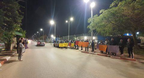 الطيرة: وقفة احتجاجية امام مركز الشرطة احتجاجا على الجرائم