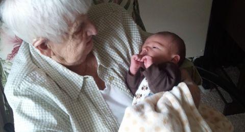 جدة تلد حفيدتها