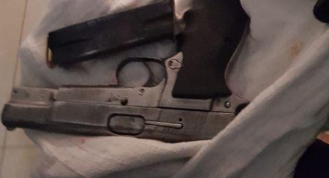 الشرطة: اعتقلنا شاب وزوجته من أبو سنان بشبهة حيازة السلاح