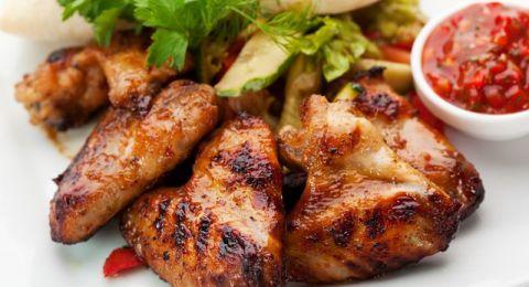 أجنحة الدجاج المشوية بالباربيكيو