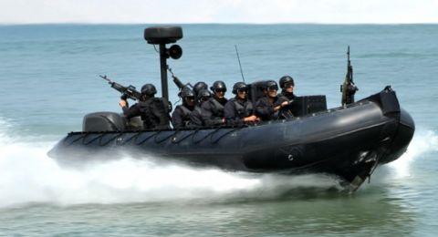البحرية المصرية تجتاز حدود رفح وتعتقل 4 صيادين