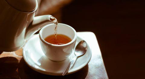 احذروا الشاي الساخن جداً يضر بكم!