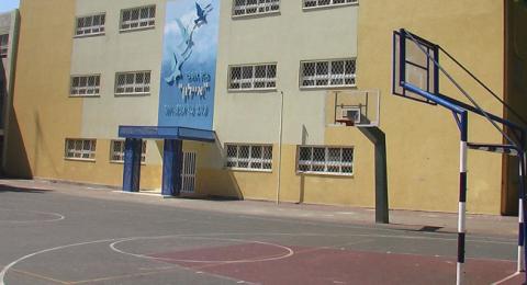 ادخال نحو 2000 طالب من الخضيرة للحجر الحصي ومطالبات بإجراء فحوصات للمعلمين