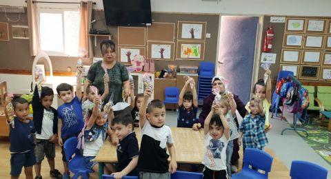 بلدية الناصرة توزع أكياس الحلوى على الروضات والبساتين بمناسبة يوم الطفل العالمي