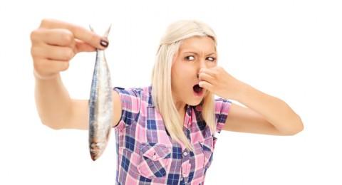 كيف تتخلصين من رائحة السمك الكريهة؟