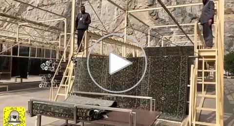 شاهد: مراحل وخطوات تنظيف وتجهيز وصيانة سجاد المسجد الحرام